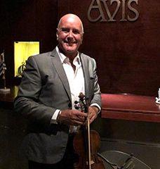 Una Serenata con el violin de Edison Mouriño